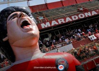 Manga de Diego Maradona en la cancha de Argentinos