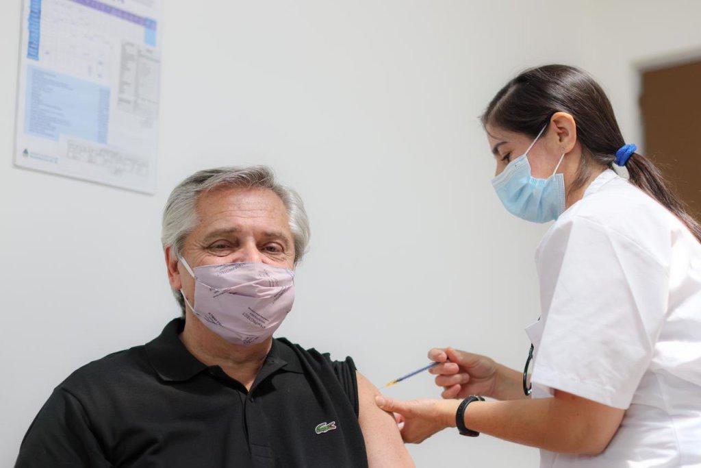 Alberto Fernández se vacunó