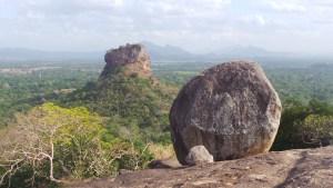 Het uitzicht vanaf Pidurangala op Lion Rock