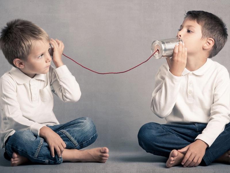 Chi ascolta Chi? E cosa?