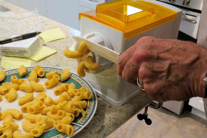 Making rigatoni