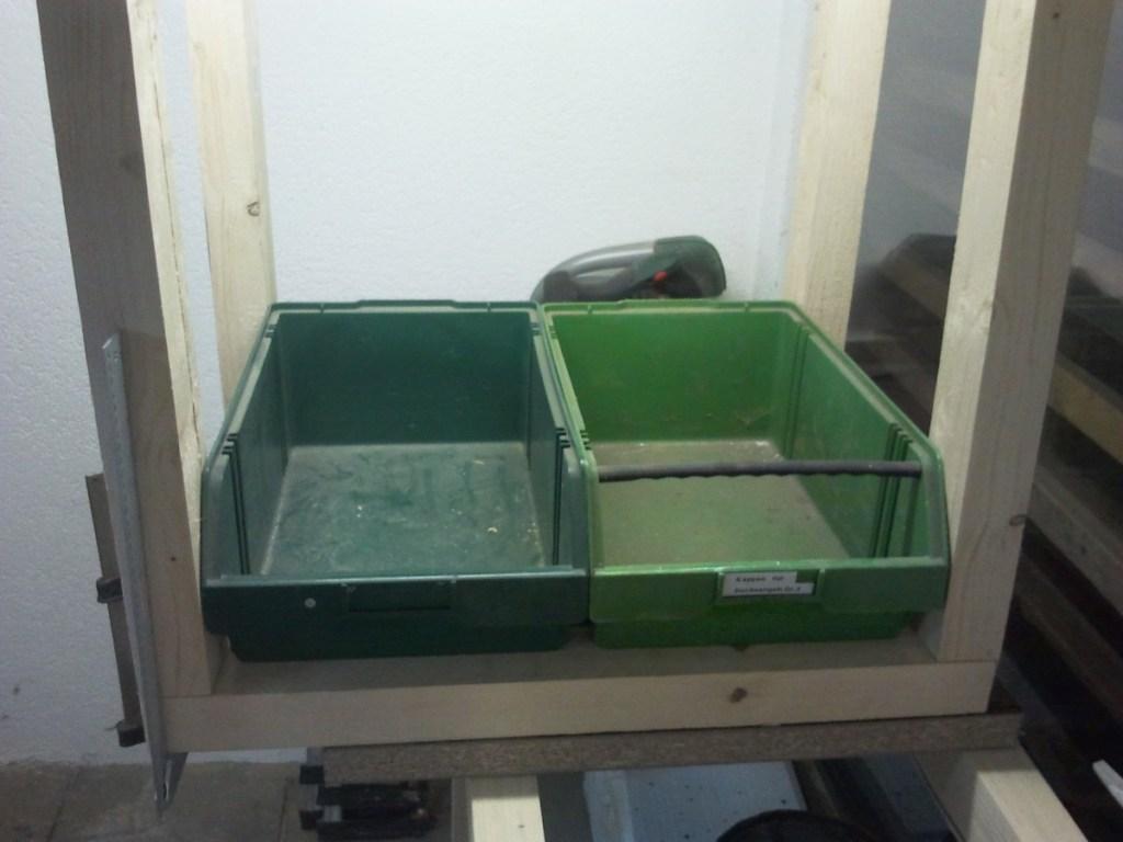 Sortierboxen unterm Sägetisch