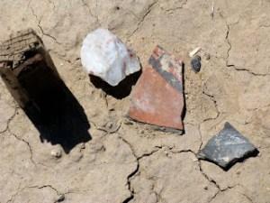 Pottery shards and a hide-scraper at Piedras Marcadas pueblo (click on image to source).