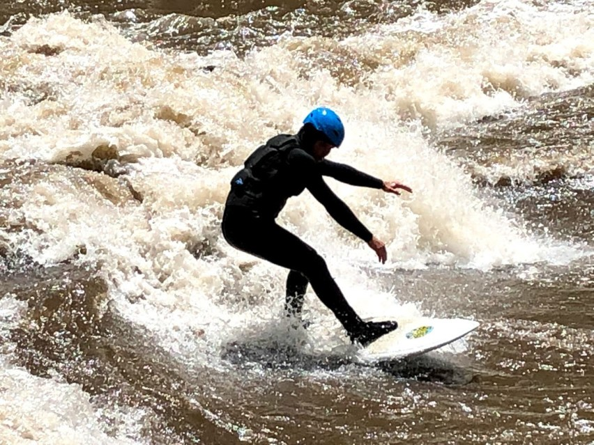This image has an empty alt attribute; its file name is Surfing-the-Animas-river.jpg
