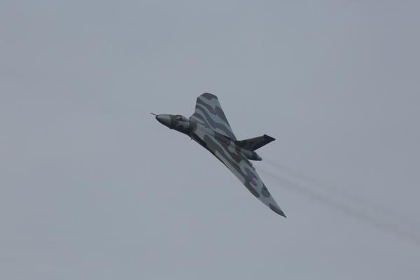 Vulcan-over-Farnborough-3