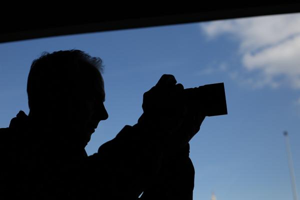 Damien Demolder as a silhouette