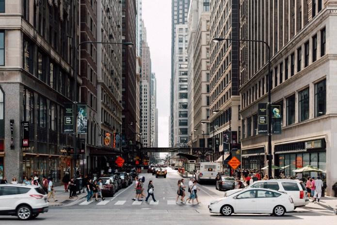 Las grandes superfícies compiten por los espacios comerciales urbanos