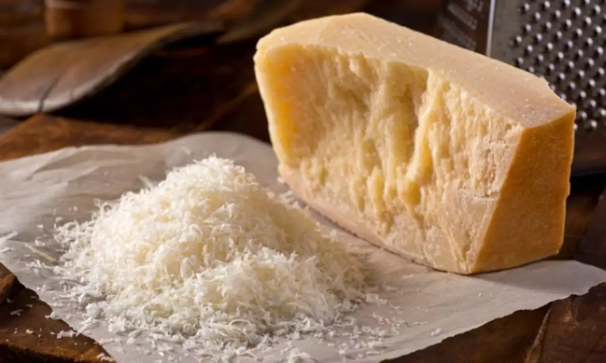 grated-parmesan-cheese-picture-id471343790