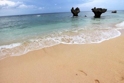 砂浜も綺麗で波も穏やかなティーヌ浜
