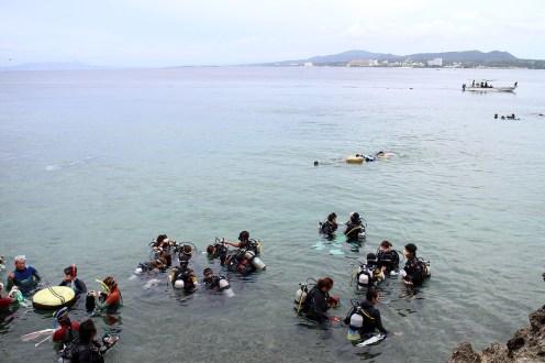 ダイビングにチャレンジしている人が多数いました