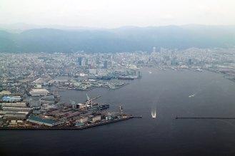 神戸のベイエリア。奥にポートタワーも。