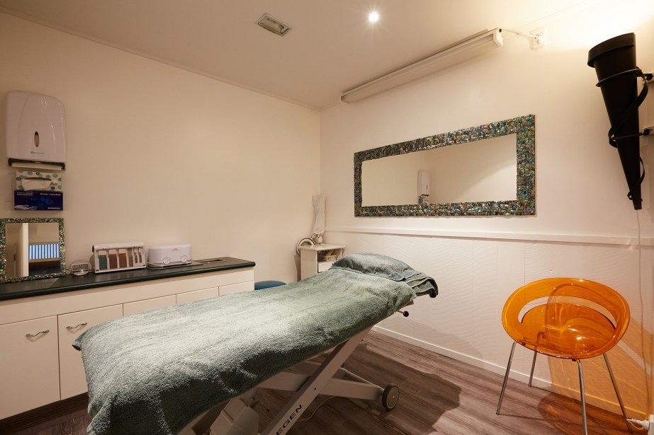 The down stairs treatment room, this can be used for indulgent treatments however is mostly used for grooming services