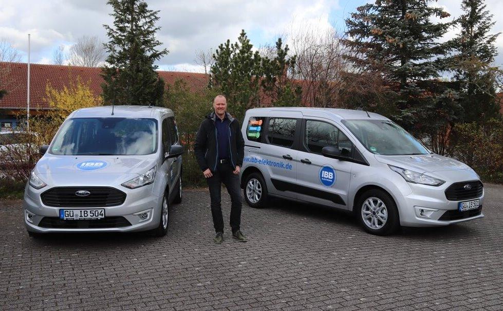 Titelbild, Sven Albrecht mit den beiden Fords