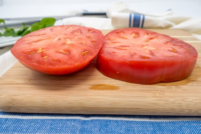 Tomatoes for southern tomato sandwiches should be cut thick