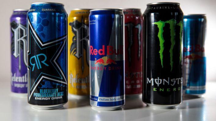 مشروبات الطاقة هل هي مفيدة أم مضرة - يهدف مشروب الطاقة إلى تعزيز الطاقة والتركيز واليقظة - زيادة الطاقة والأداء العقلي - الكافيين