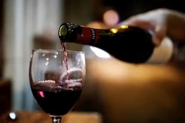 Apetite por compras online arrefece, mas álcool ainda domina ímpeto