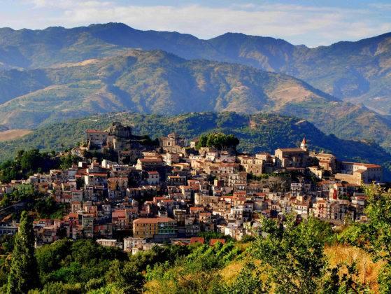 I CONSIGLIERI COMUNALI DI CASTIGLIONE DI SICILIA