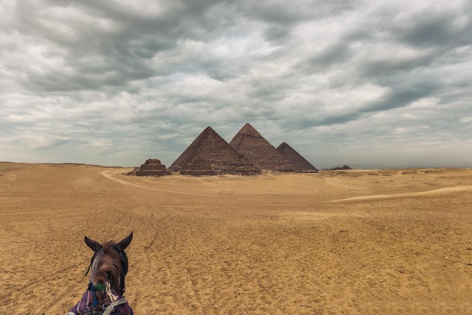96308685 giza pyramids
