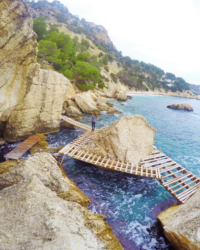Es Niu de S'aguila Pasarela madera Ibiza by Ibizaplus3