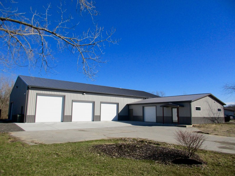 ELD Construction-Three Oaks, MI 50x96x15 with a 30x40x10 office. Charcoal roof and Grey sides.