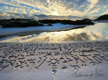 Beach Calligraphy by Andrew van der Merwe: https://www.behance.net/beachscriber