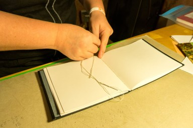 2016-10-16-coptic-bookbinding-franch-stitch-binding-and-langstitch-binding-workshop-18