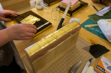 2017.01.30 - Gold Tooling 06 - Covering Full Spine with Gold 05
