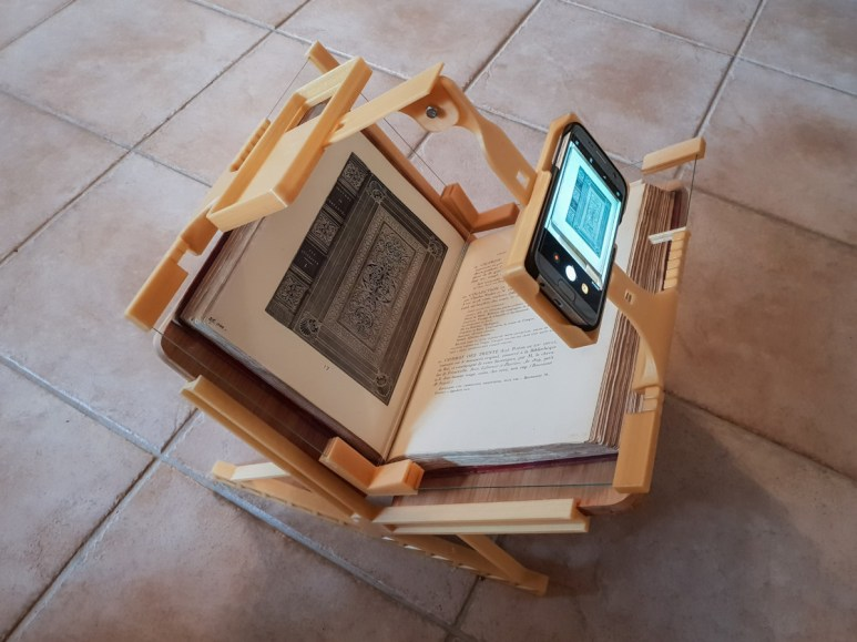 2018.09.26 - 3d-Printed Book-Scanning Frame for Smartphones 01