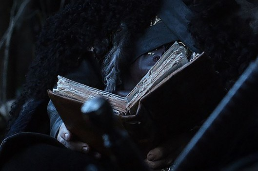 GoT S01E02 00.26.04 - Tyrion's book on the way to the Wall - close-up