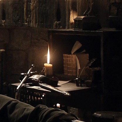 GoT S01E05 00.16.33 - Writing table in Theon Greyjoy's room - close-up