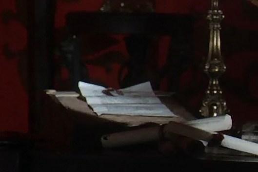 GoT S01E07 00.02.28 - Tywin Lannister's war tent - close-up