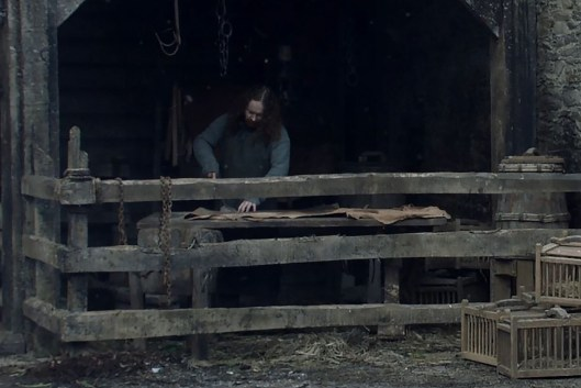 GoT S01E10 00.05.21 - Message about Ned's execution recieved in Winterfell - close-up