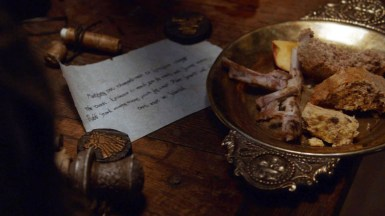 GoT S02E06 00.34.32 - Tywin Lannister' room at Harrenhal
