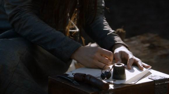 GoT S02E06 00.39.33 - Talisa writing a letter