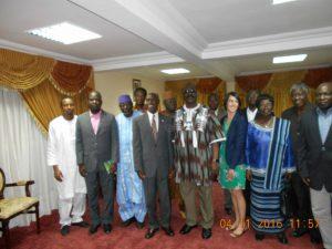 Photo de famille de l'ambassadeur américain et les membres du Conseil constitutionnel