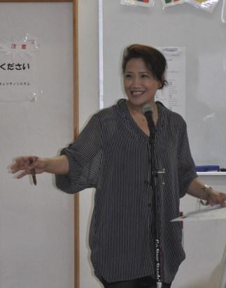 前半の司会はフェフランシアさん(フィリピン)。「夜勤明けで上手に日本語で司会ができるかなと心配でしたが、いい経験になりました」