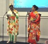 左から司会のターシャさん(リベリア)とタシナさん(バングラデシュ)