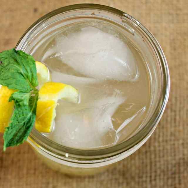 Bourbon-Peach Lemonade