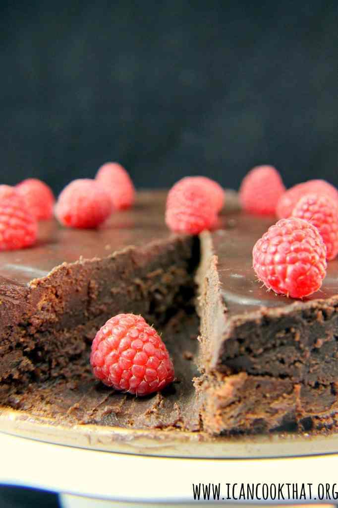 Flourless Chocolate Cake with Dark Chocolate Ganache #Choctoberfest
