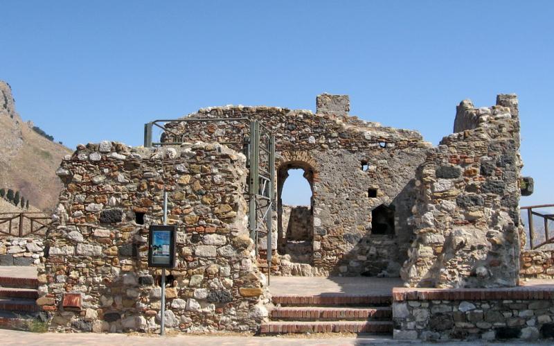 Castelos na Sicília: Castelmola, acima de Taormina