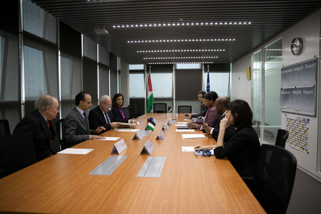 Photo: 22 May 2018 – ICC Prosecutor, Mrs Fatou Bensouda and her team meet the Minister of Foreign Affairs and Expatriates of Palestine, H.E. Dr Riad Malki and delegation at the Court's Headquarters © ICC-CPI