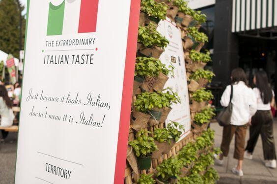 Authentic Italian Table Piazza Territory