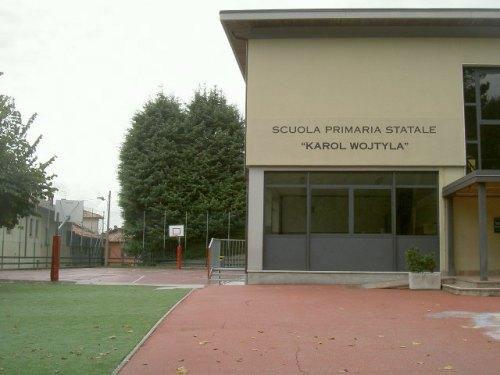 ingresso della scuola primaria Karol Wojtyla