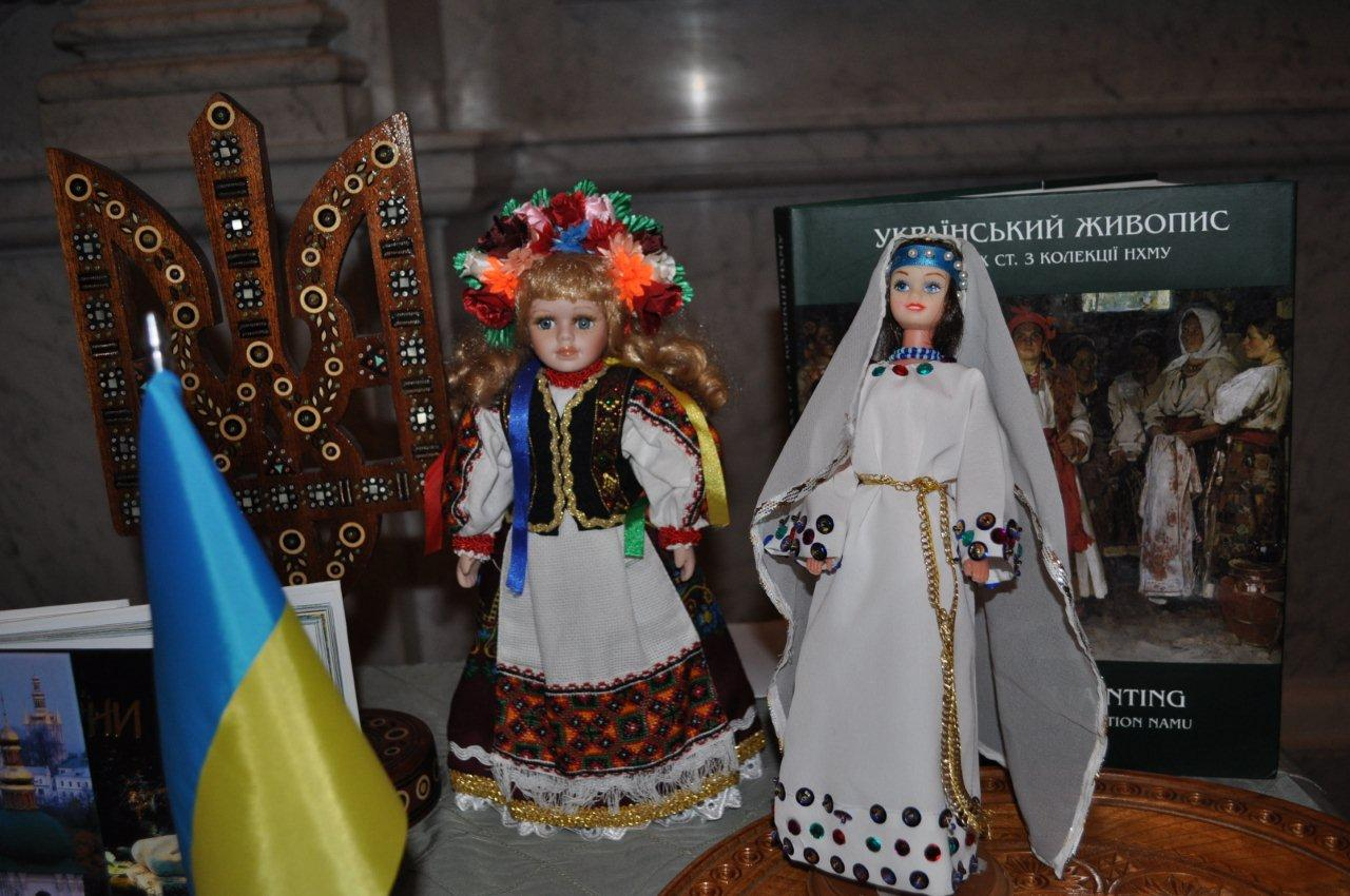 Ukrainian and Crimean Tatar dolls