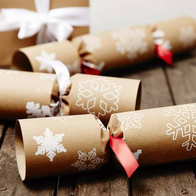 original_recycled-snowflakes-christmas-crackers