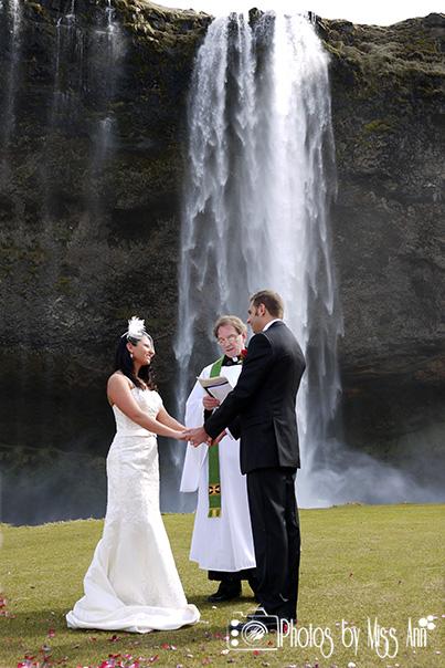 seljalandsfoss-waterfall-wedding-photographer-iceland (1)