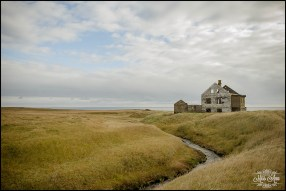 iceland-pre-wedding-session-on-the-snaefellsnes-peninsula-abandoned-house-3
