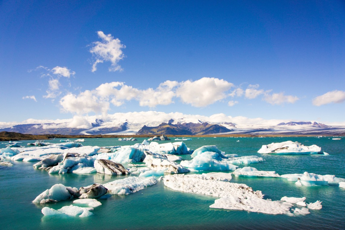 South Iceland must visit places - Jokulsarlon Glacier lagoon and crystal beach // Iceland trip planning made easy with TripCreator.com | Life With a Viwe