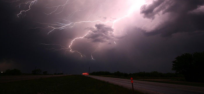 Useful Safety Tips for Storm Chasers & How Apps Can Help With Storm Chasing