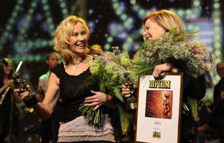 Agnetha and Frida take centre stage at the Rockbjörnen awards